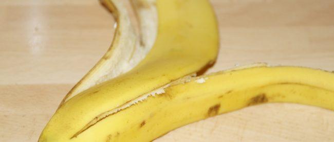 banana peel uses teeth