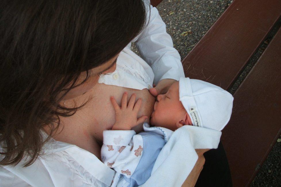 breastfeeding babies benefits
