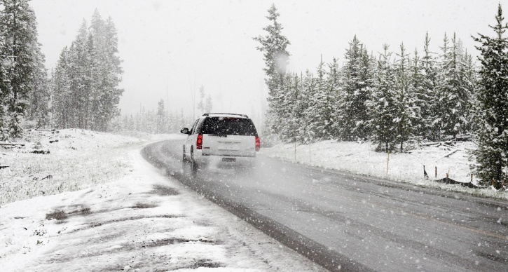 car, snow, road, winter, road, trip, snowstorm, travel, snowflake